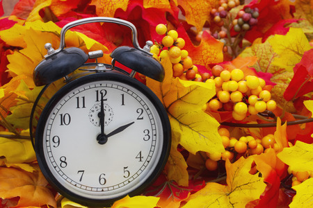 Photo pour Autumn Time Change, Autumn Leaves and Alarm Clock - image libre de droit