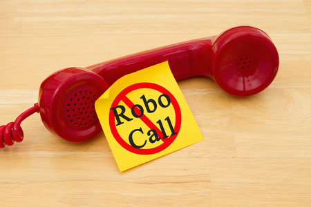 Photo pour Stop getting a call from a Robocall, Retro red phone handset with a yellow sticky note and text Robocall with not icon - image libre de droit