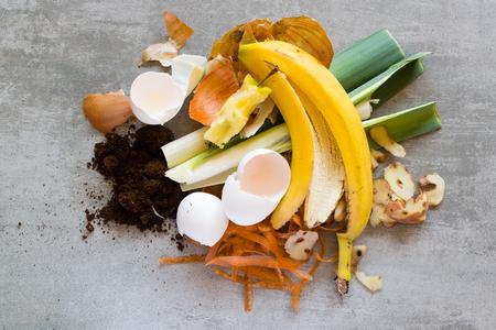 Foto de Organic waste, food and home waste used to make compost - Imagen libre de derechos