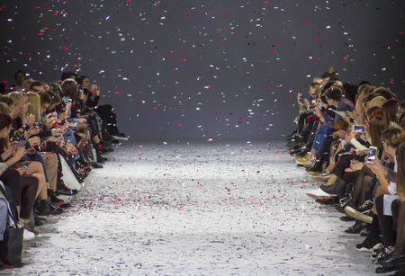 Foto de KYIV, UKRAINE - OCTOBER 13, 2016: Audience watching the show during the 39th Ukrainian Fashion Week at Mystetsky Arsenal in Kyiv - Imagen libre de derechos