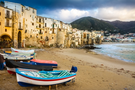Foto de Old, medieval Cefalu is a city and comune in the Province of Palermo, located on the northern coast of Sicily, Italy on the Tyrrhenian Sea. The town is one of the major tourist attractions in the region. Shot after summer storm. - Imagen libre de derechos