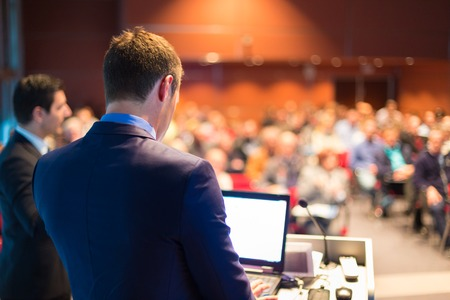 Foto de Speaker at Business Conference and Presentation  Audience at the conference hall  - Imagen libre de derechos