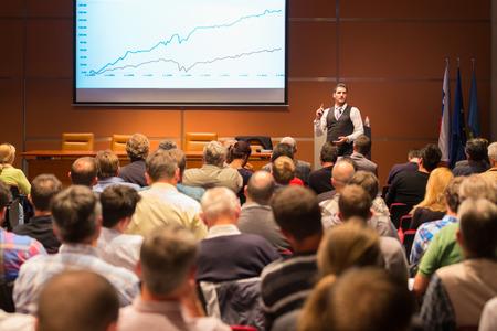 Foto de Speaker at Business Conference and Presentation. Audience at the conference hall. Business and Entrepreneurship. - Imagen libre de derechos