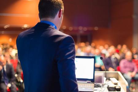 Foto de Speaker at Business Conference with Public Presentations. Audience at the conference hall. Entrepreneurship club. - Imagen libre de derechos