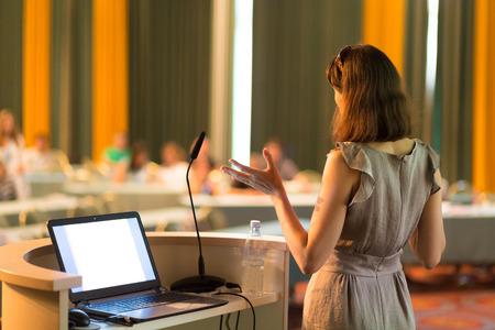 Foto de Female speaker at Business Conference and Presentation. Audience at the conference hall. Business and Entrepreneurship. Business woman. Horizontal composition. - Imagen libre de derechos