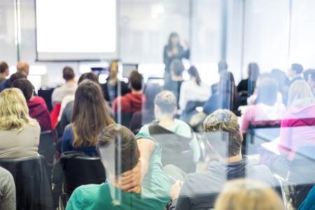 Foto de Speaker Giving a Talk at Business Meeting. Audience in the conference hall. Business and Entrepreneurship. - Imagen libre de derechos