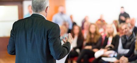 Foto de Speaker at Business Conference with Public Presentations. Audience at the conference hall. Entrepreneurship club. Rear view. Horisontal composition. Background blur. - Imagen libre de derechos