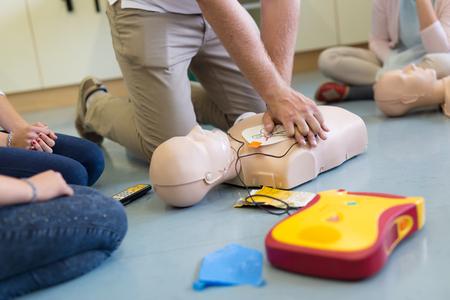 Foto de First aid cardiopulmonary resuscitation course using automated external defibrillator device, AED. - Imagen libre de derechos