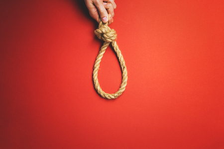 Photo pour The man tightens the noose - image libre de droit