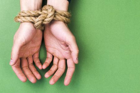 Foto de The man with the connected hands against a green background - Imagen libre de derechos