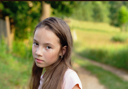 Foto de Portrait displeased pissed off angry teen girl with bad attitude, looking at you Negative human emotion facial expression feeling - Imagen libre de derechos