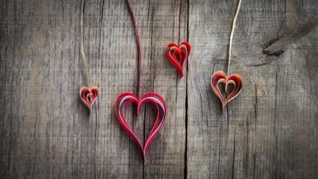 Foto de Hanging paper heart decoration on wood background.  - Imagen libre de derechos