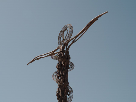 Photo pour Mount Nebu, Jordan - March 6th, 2018: Brazen Serpent Monument was created by Italian artist Giovanni Fantoni, it imaginatively merges the life-saving bronze serpent set up by Moses into the desert and the cross upon which Jesus was crucified. - image libre de droit