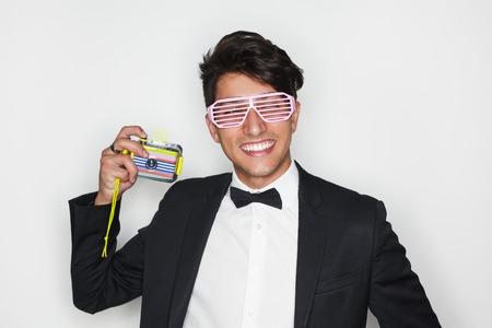 Photo pour Smiling man in flip glasses with camera - image libre de droit