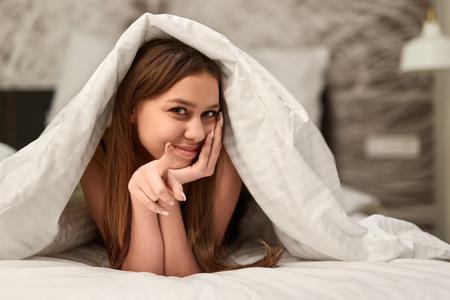 Foto de Seductive woman inviting to bed - Imagen libre de derechos
