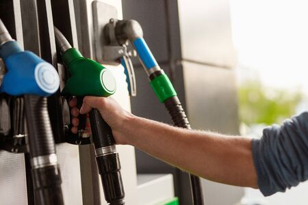 Photo pour Crop hand using gas pump - image libre de droit