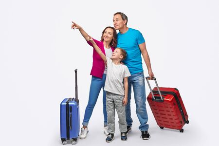 Photo pour Family of travelers pointing away - image libre de droit