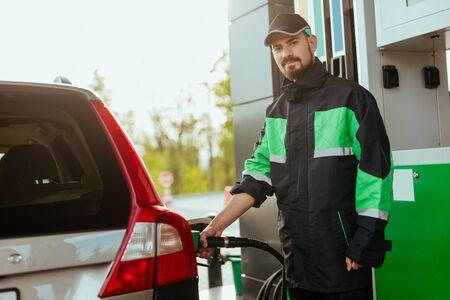 Photo pour Gas station worker looking at camera - image libre de droit