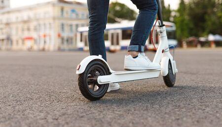 Photo pour Contemporary man using electric scooter - image libre de droit