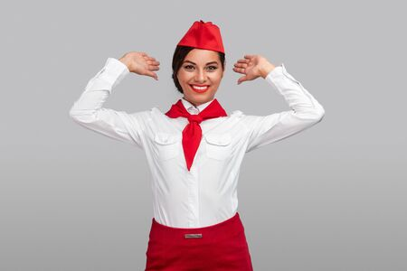 Foto de Happy flight attendant gesturing backward - Imagen libre de derechos