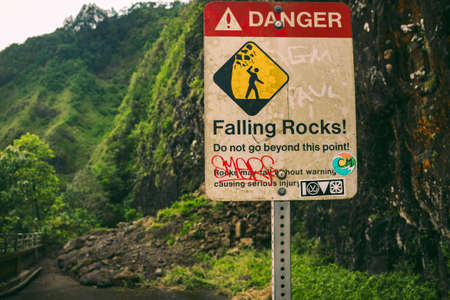 Photo pour A warning sign posted because of a rockslide on a hike off the side a hike in Hawaii. - image libre de droit