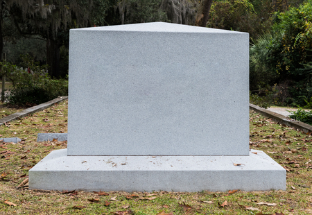 Photo pour Empty Marble Gravestone in Historic Cemetery in Southern USa - image libre de droit