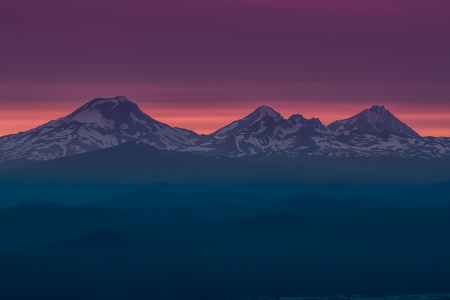 Foto de The Three Sisters at Sunset Near Bend, Oregon. - Imagen libre de derechos