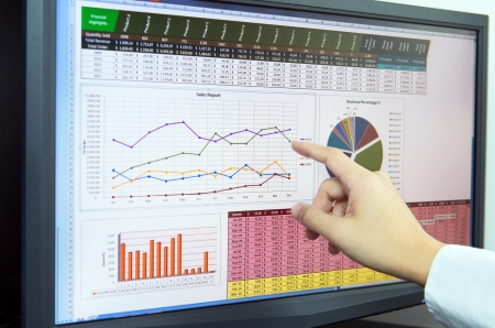 Photo pour Businessman analyzing financial data on computer screen - image libre de droit