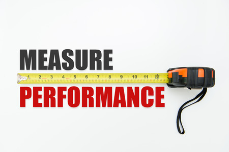 Photo pour Measuring tape over the words measure and performance on white background - image libre de droit