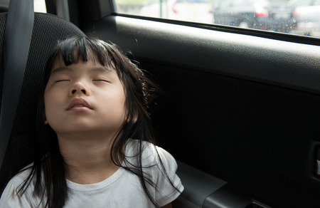 Photo pour Close up of child sleeping in the car without seat belt - image libre de droit