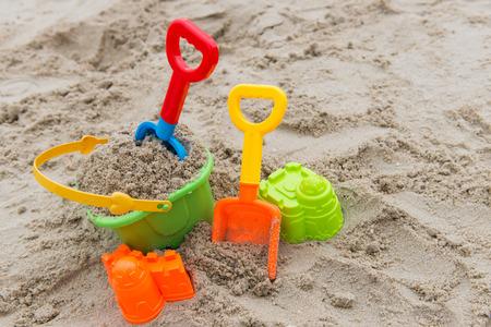 Foto de Colourful summer beach toys on sandy beach - Imagen libre de derechos