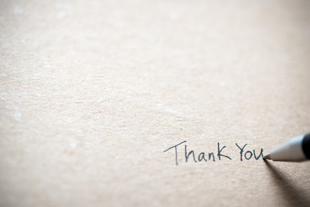 Photo pour Hand writing thank you on piece of old grunge paper - image libre de droit