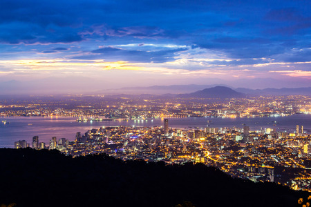 Photo pour George Town city view from Penang Hill, Pulau Pinang Malaysia - image libre de droit