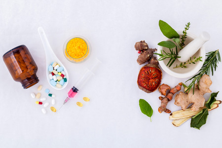 Photo pour Herbal medicine VS Chemical medicine the alternative healthy care on white background. - image libre de droit