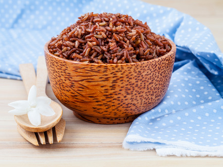 Foto de Steamed whole grain traditional thai rice best rice for healthy and clean food on wooden background - Imagen libre de derechos