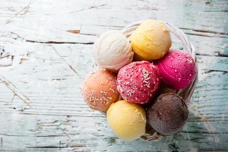 Photo pour Ice cream scoops on wooden table, close-up  - image libre de droit