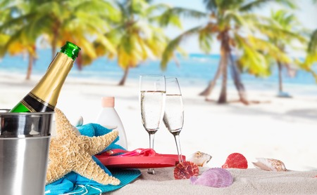 Photo pour Champagne bottle on sandy beach - image libre de droit