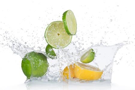 Foto de Limes and lemons with water splash isolated on white - Imagen libre de derechos