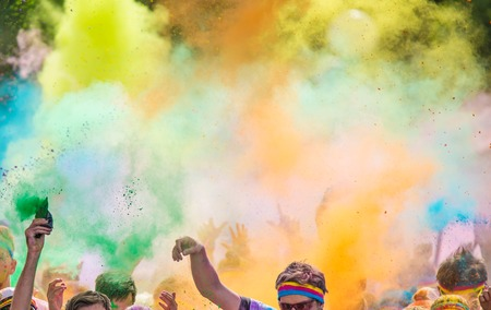 Photo pour Close-up of marathon, people covered with colored powder. - image libre de droit