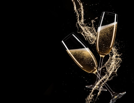 Foto de Glasses of champagne with splash, isolated on black - Imagen libre de derechos