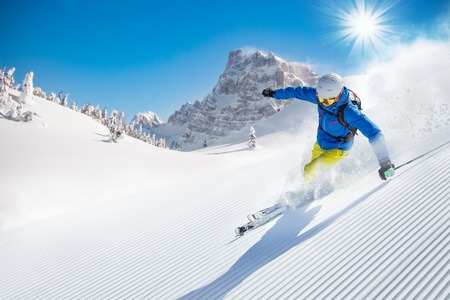 Photo pour Skier skiing downhill during sunny day in high mountains - image libre de droit