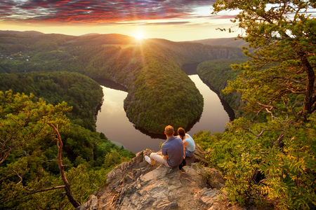 Photo pour Young couple looking down the river in the beautiful mountain. Man and woman together. - image libre de droit