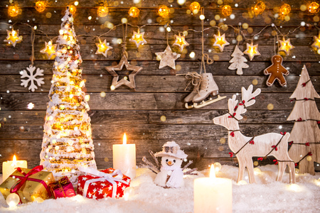 Foto de Christmas decoration on wooden background - Imagen libre de derechos