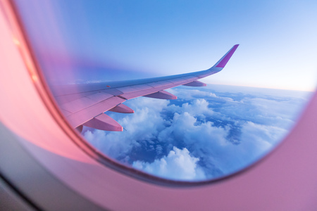 Foto de Sunset sky with beautiful clouds from the airplane window - Imagen libre de derechos