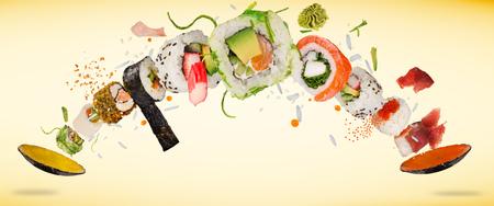 Photo pour Pieces of delicious japanese sushi frozen in the air. - image libre de droit