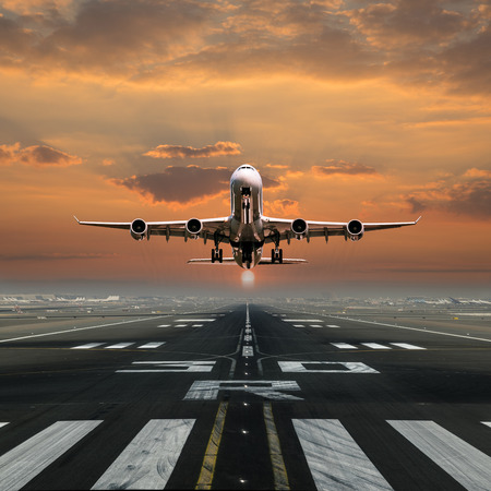 Photo pour Airplane taking off from the airport, front view. - image libre de droit