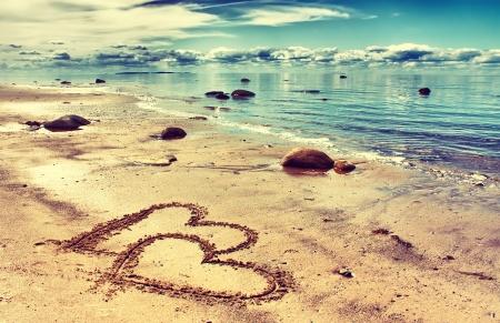 Foto für hearts drawn on the sand of a beach - Lizenzfreies Bild