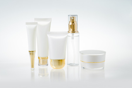 Foto de Set of cosmetic containers - Imagen libre de derechos