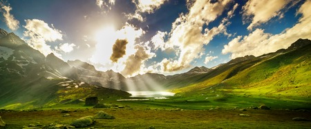 Photo pour Beautiful mountain view with lake of Sonamarg, Jammu and Kashmir state, India - image libre de droit