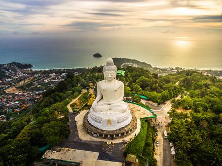 Photo pour Aerial view of Phra Yai Temple Nak kad Phuket Thailand - image libre de droit